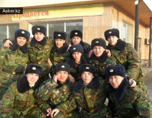 пограничники Владислав Челах в верхнем ряду справа.